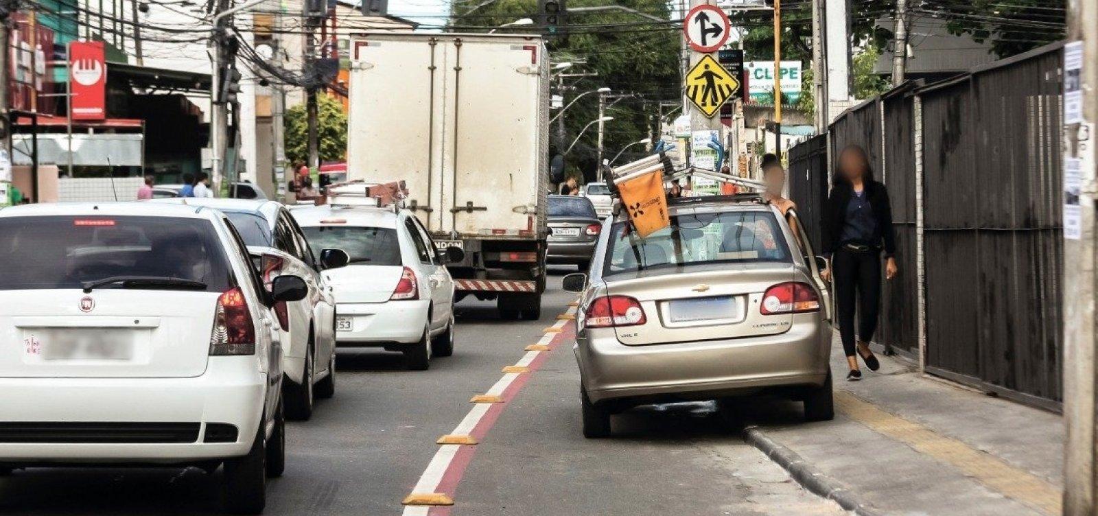 Ciclistas de Salvador ainda convivem com o desrespeito nas faixas exclusivas