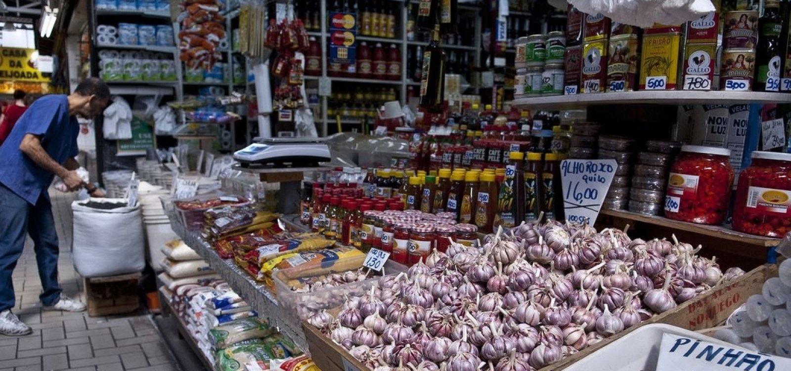 Confiança do consumidor recua pelo quarto mês seguido, diz FGV