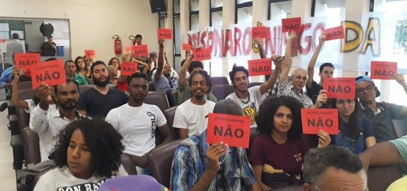 Após protesto, Câmara de Petrolina adia título de cidadão a Bolsonaro