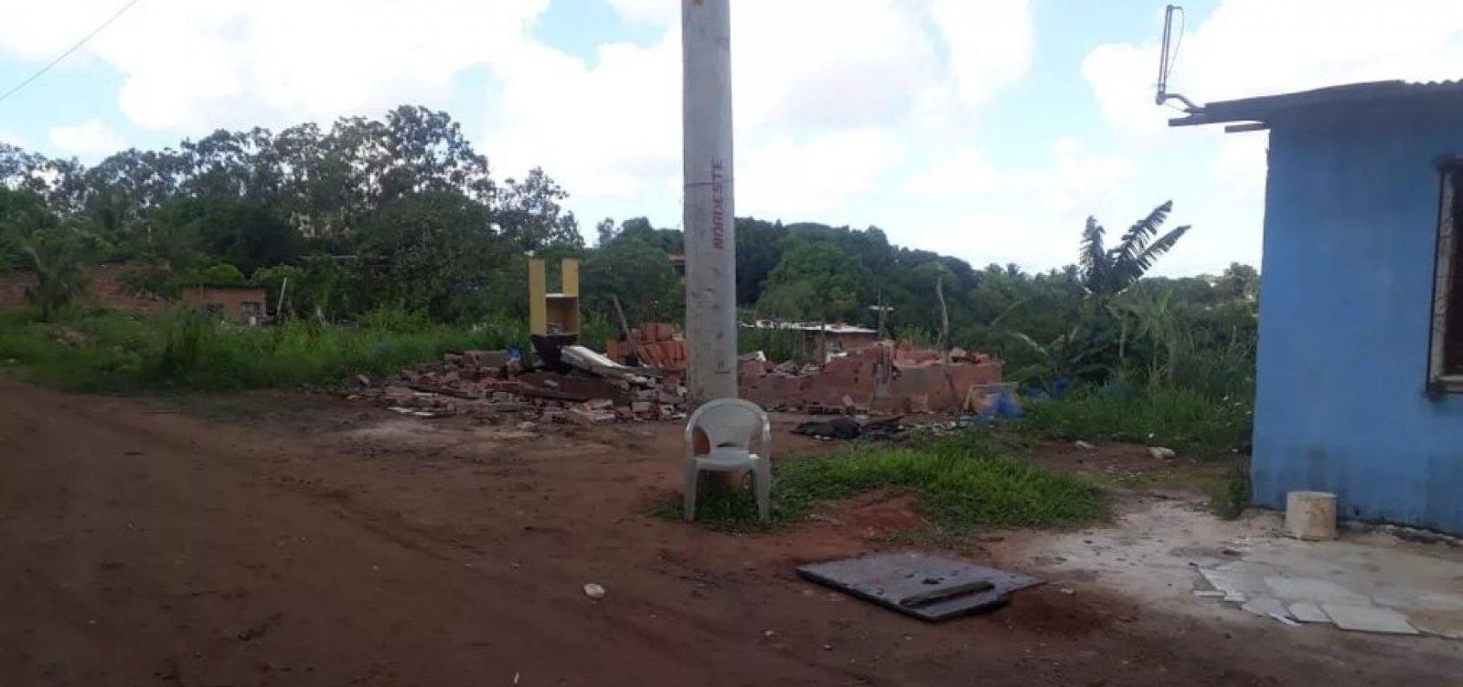 Mais de 30 barracos são derrubados em área de proteção ambiental de Salvador