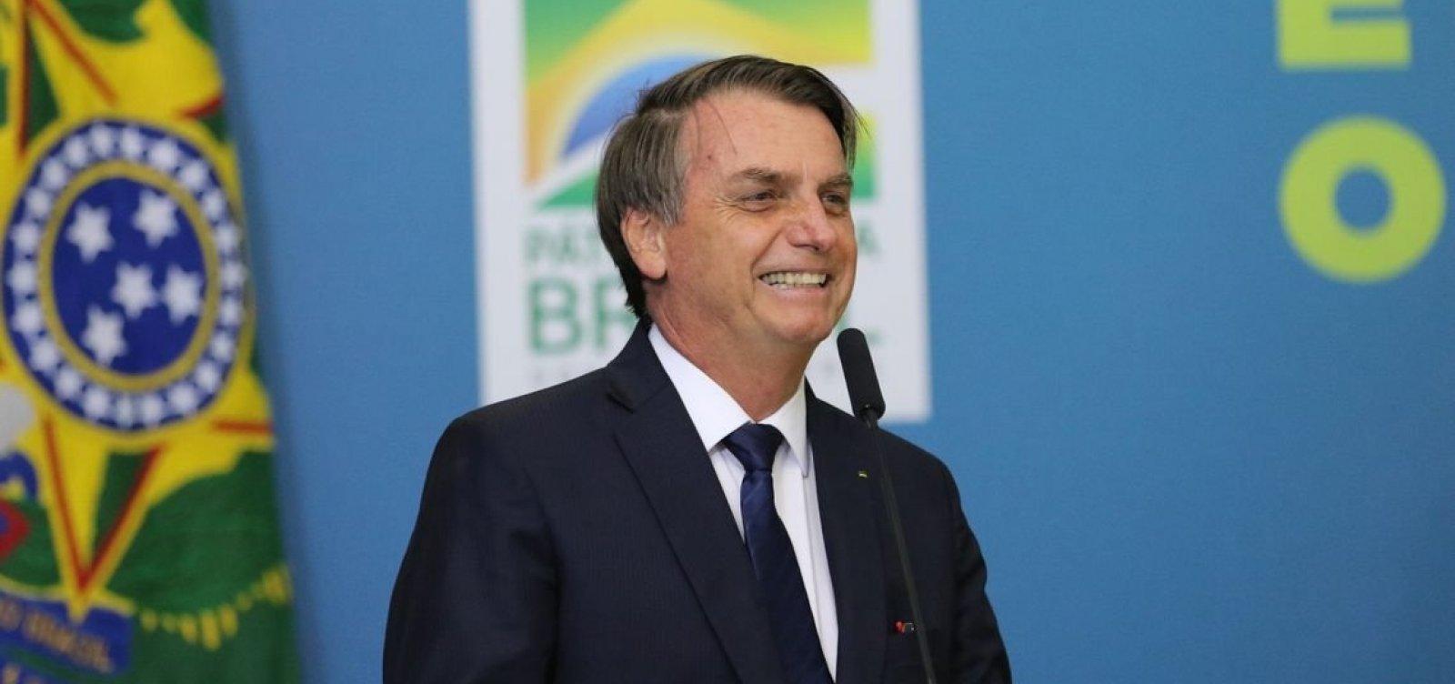 Bolsonaro divulga vídeos de manifestações a favor do governo