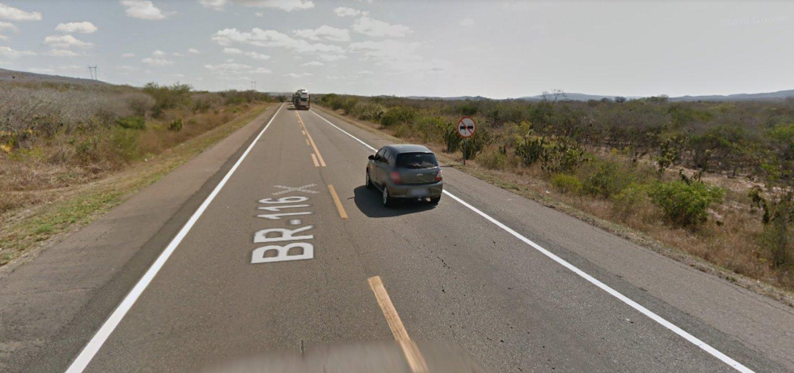 Bombeiro morre após colisão entre moto e cavalo na BR-116