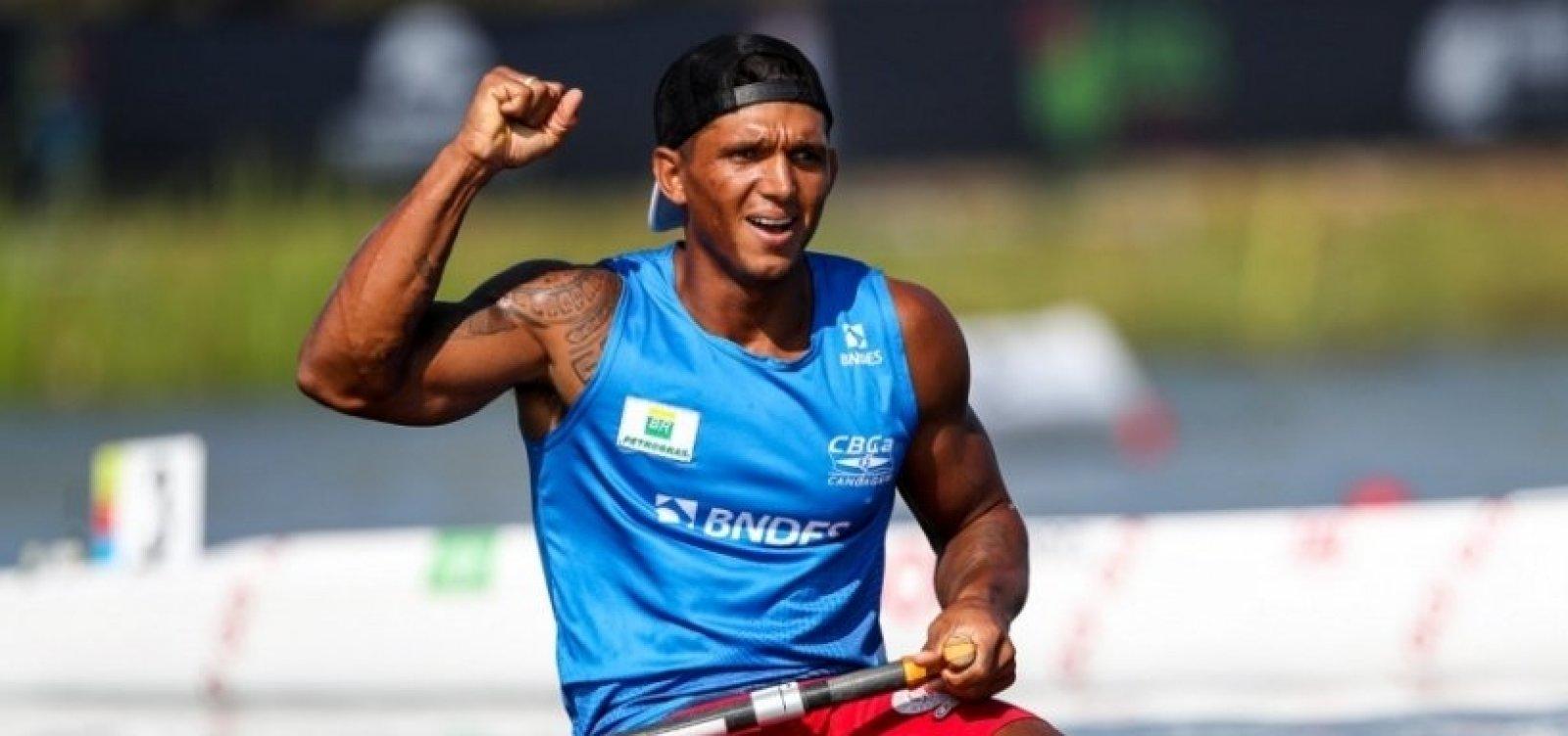 Isaquias Queiroz leva ouro em etapa da Copa do Mundo de Canoagem