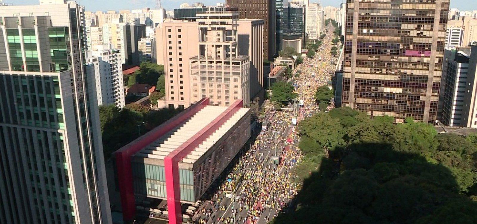 Ato pró-Bolsonaro ocupa sete quarteirões na Avenida Paulista