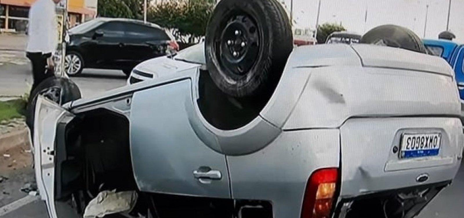 Homem morre em capotamento de carro na cidade de Lauro de Freitas