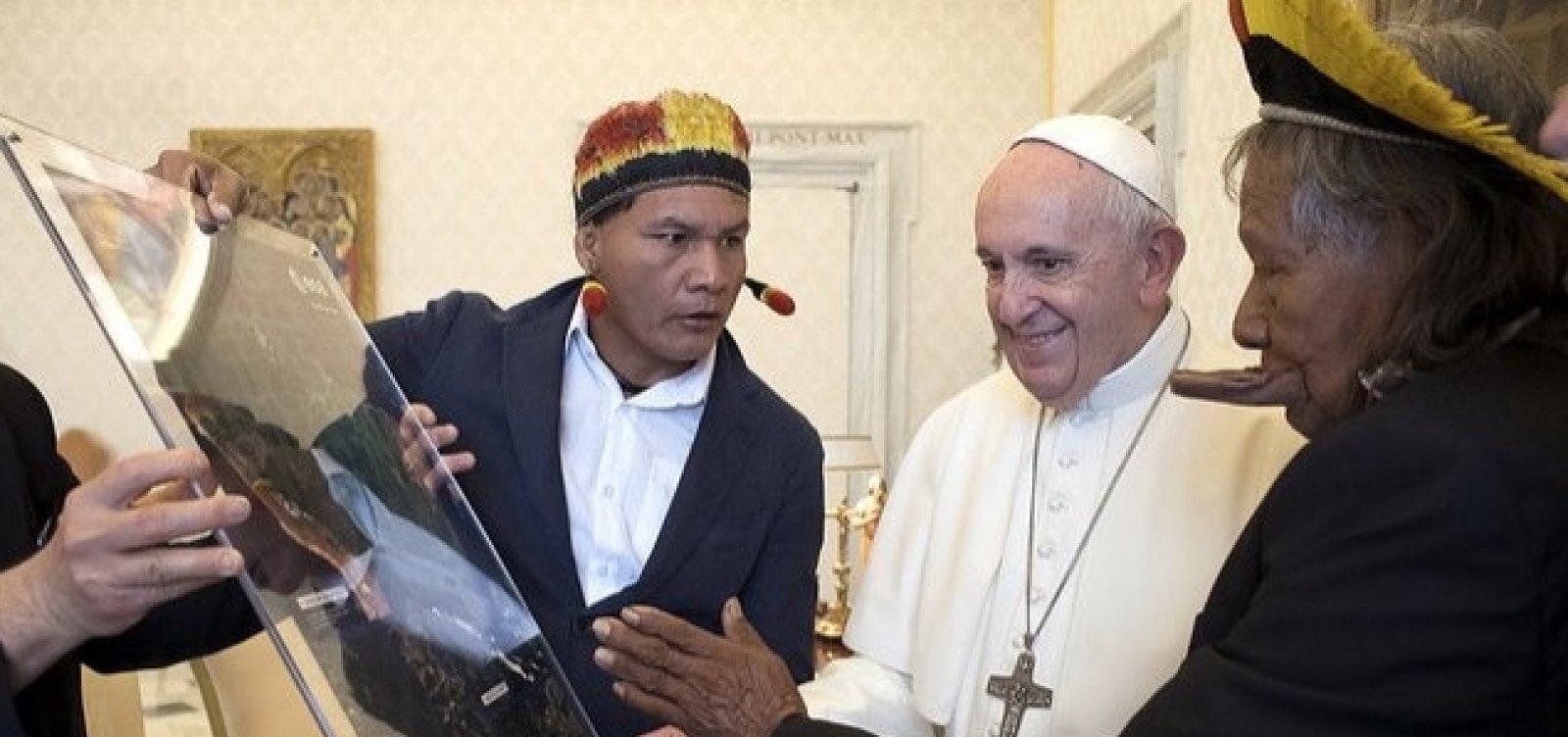 Papa Francisco recebe líder indígena brasileiro no Vaticano