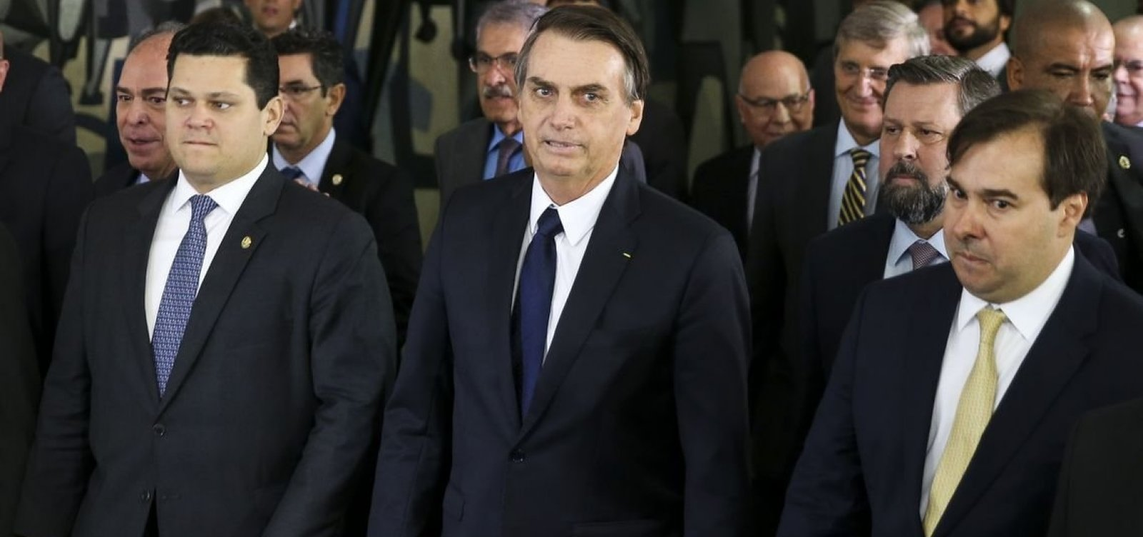 Bolsonaro chama Toffoli, Maia e Alcolumbre para pacto em resposta às ruas