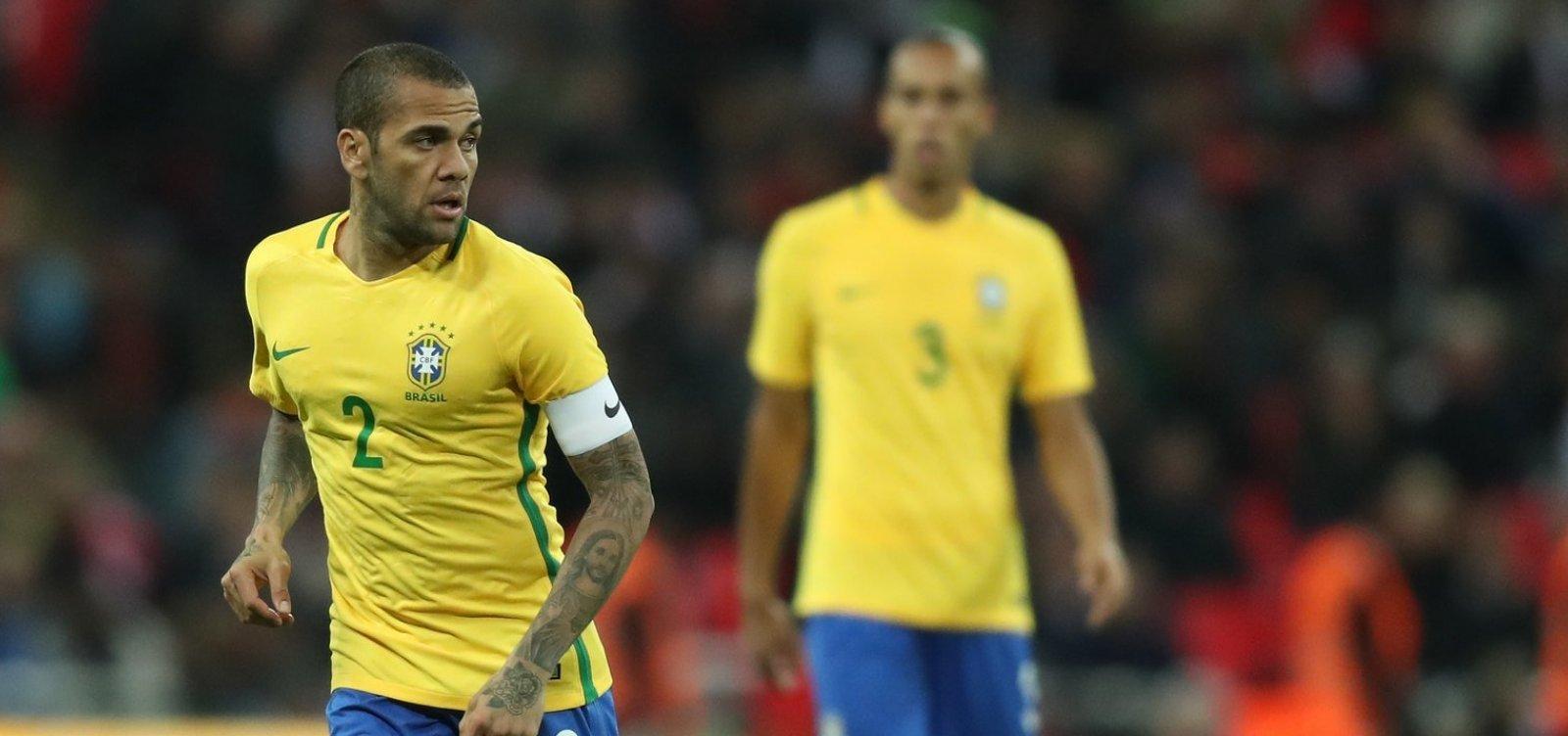 Tite rejeita Neymar e define Daniel Alves como capitão da seleção