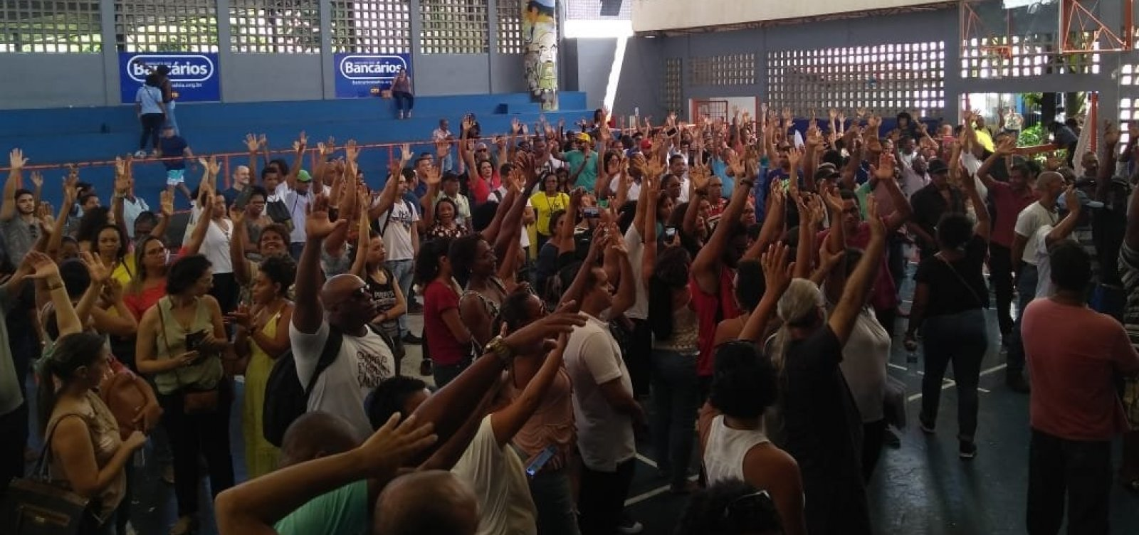 Servidores municipais de Salvador paralisam atividades por 24h nesta quarta