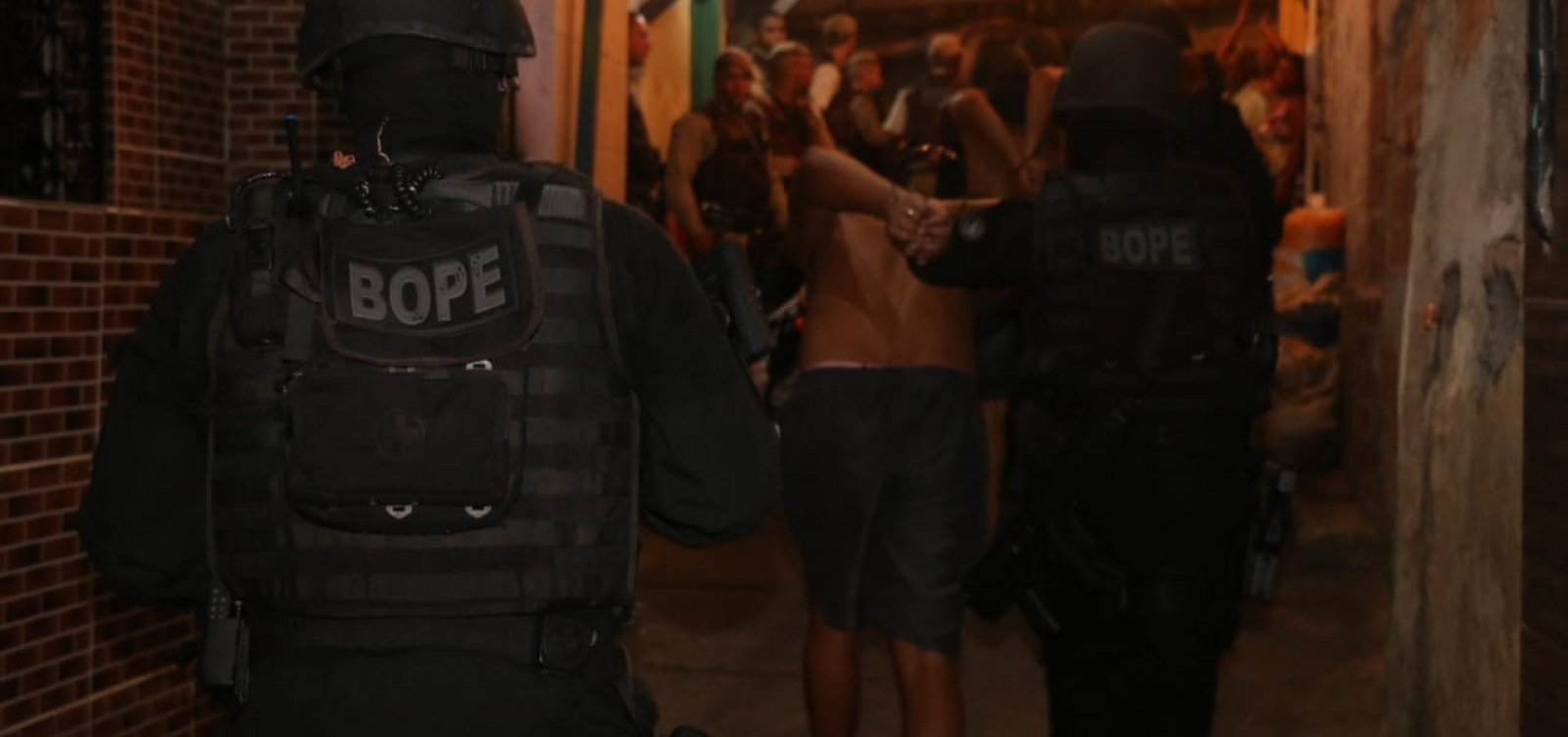 Seis pessoas são liberadas mais de 2h após serem feitas reféns em Santa Cruz