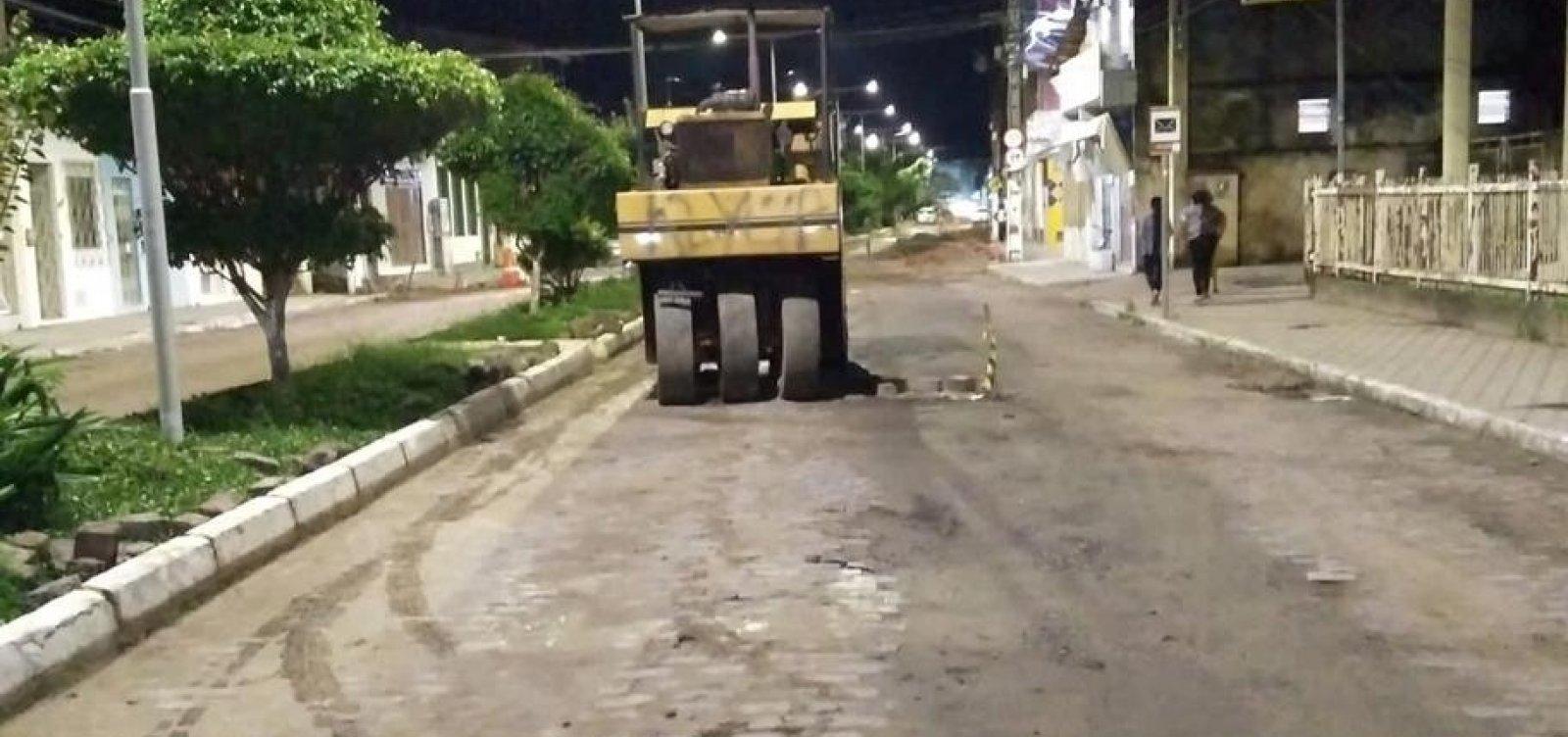 Veja: Jorge Portugal convoca 'picaretaço' para retirar asfalto em Santo Amaro