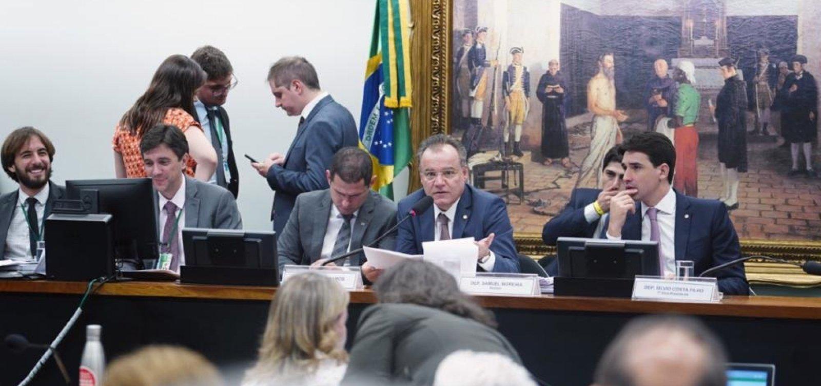 Comissão aprovaPrevidência e proposta segue para plenário da Câmara