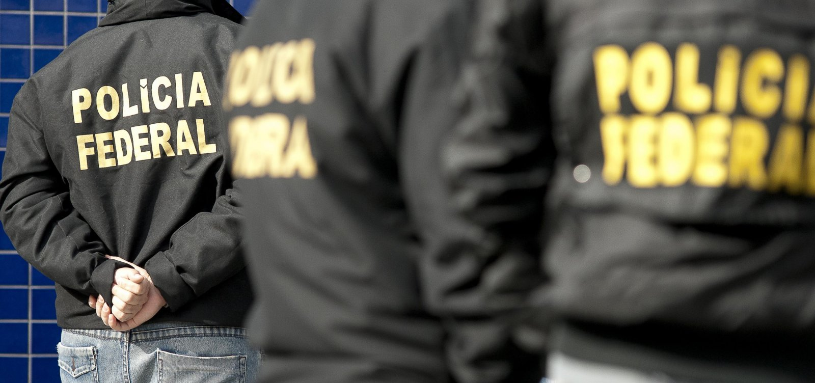 Operação da PF: Homem é levado de apartamento da Barra, em Salvador