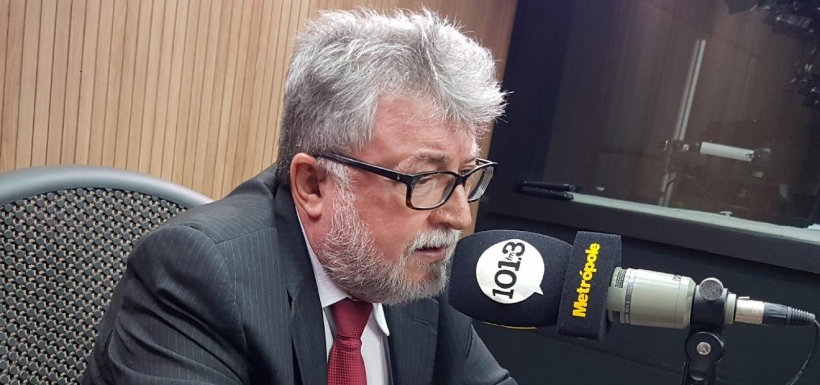 Secretário de Meio Ambiente critica demora da União na investigação de manchas de óleo