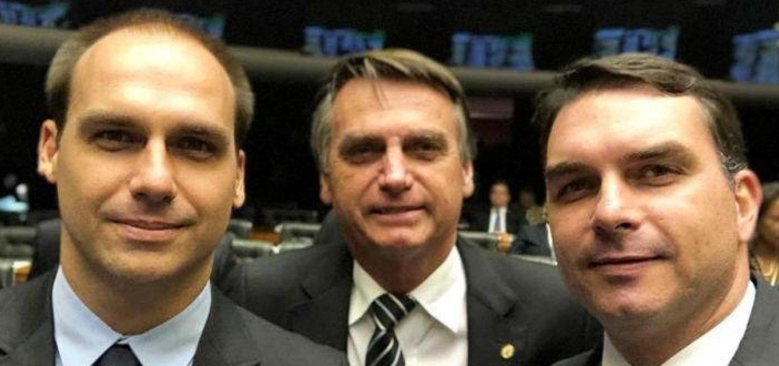 Presidente do PSL assina destituição de filhos de Bolsonaro