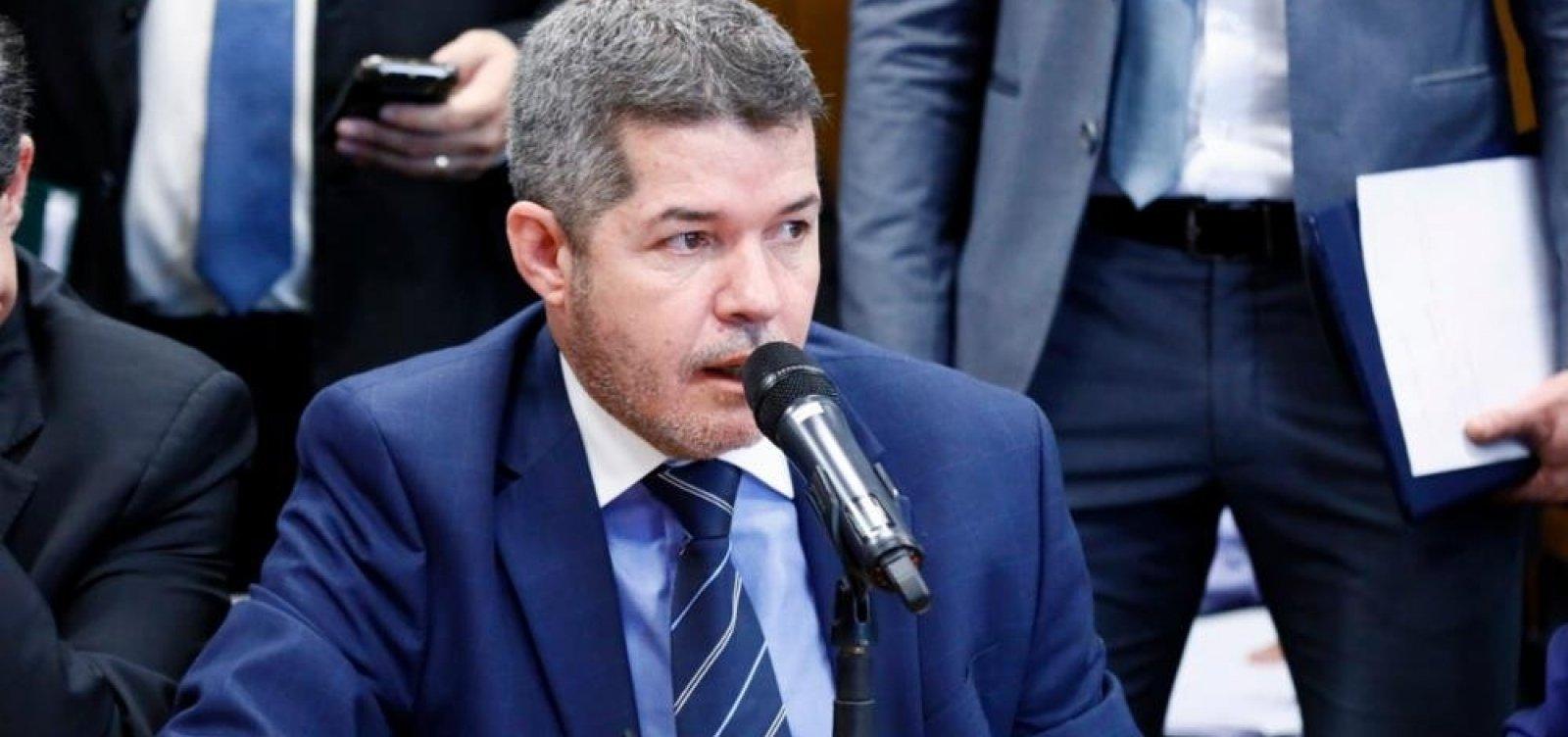 Deputado que prometeu 'implodir' presidente volta atrás: 'Somos Bolsonaro'