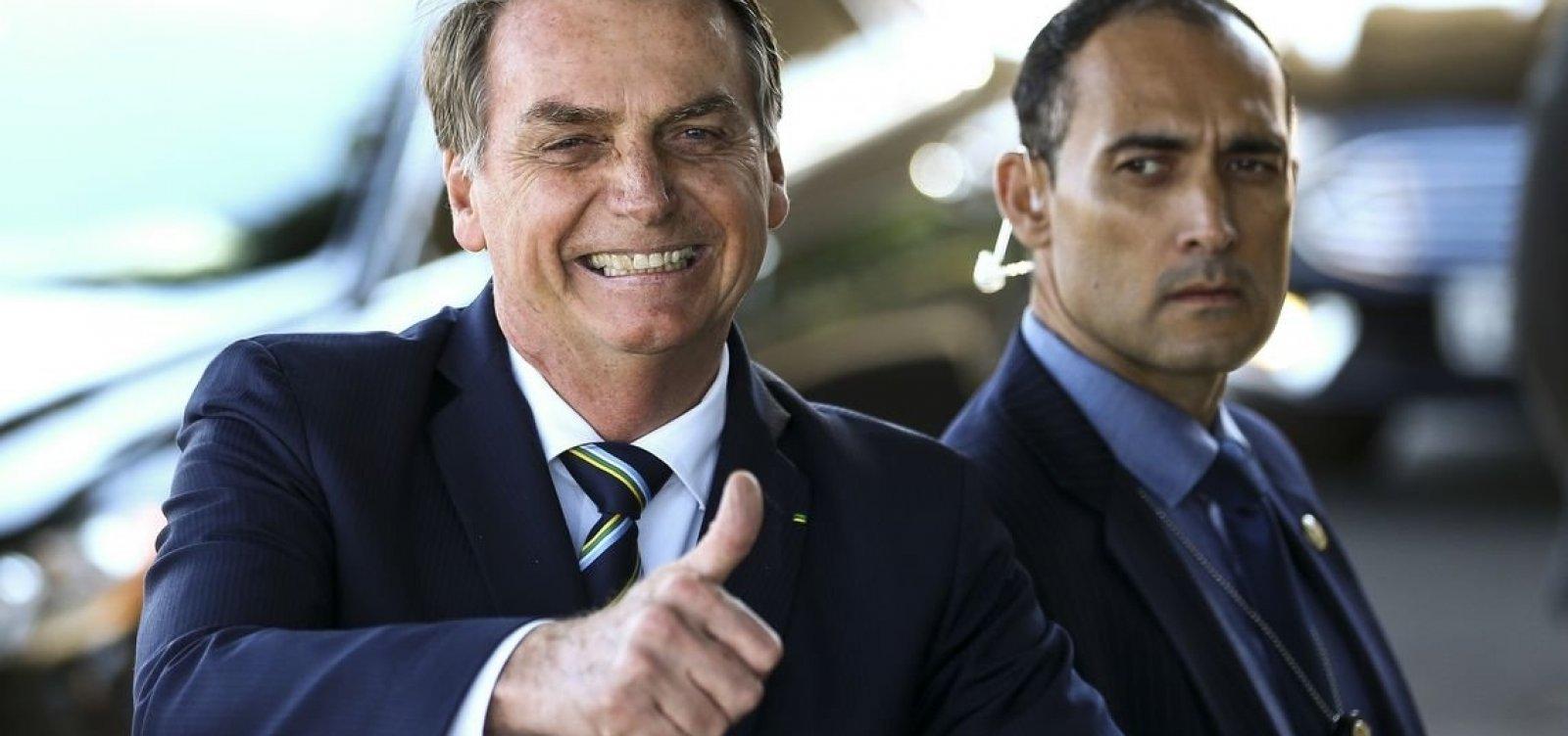 'Por enquanto, sem alteração', diz Bolsonaro sobre indicação de Eduardo como embaixador