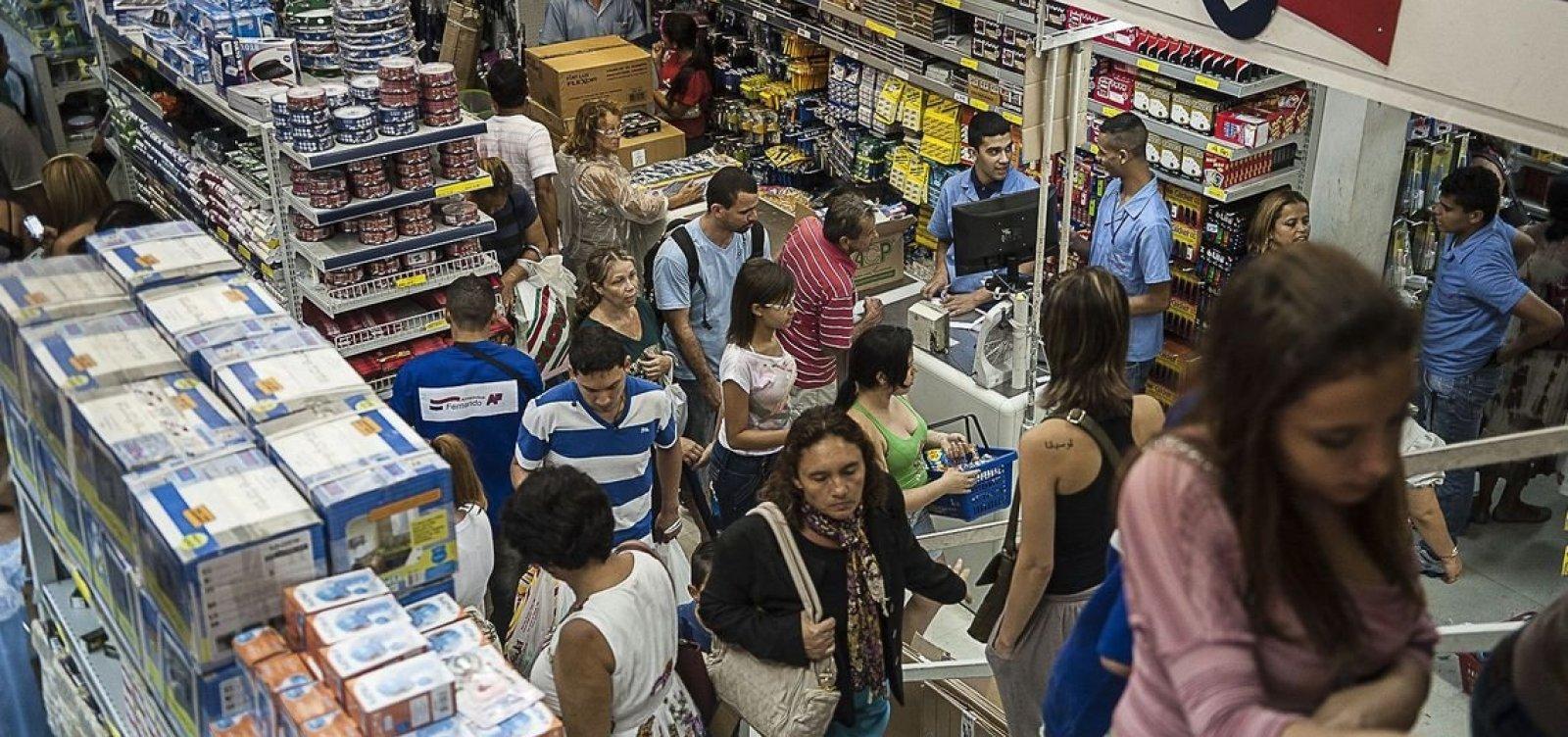Intenção de consumo dos brasileiros registra terceira alta seguida neste mês
