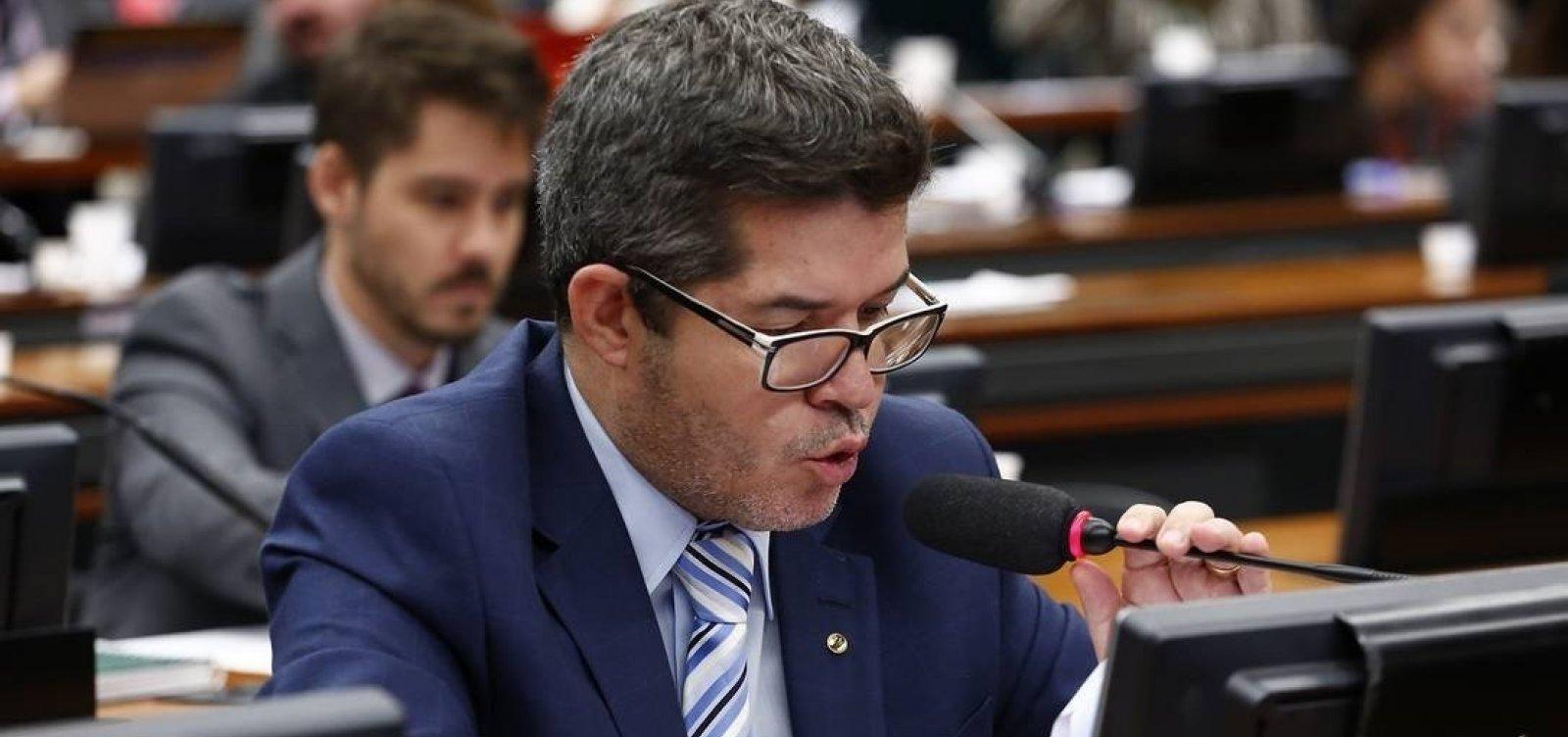 Delegado Waldir volta a chamar Bolsonaro de 'vagabundo' e diz que governo 'não existe'