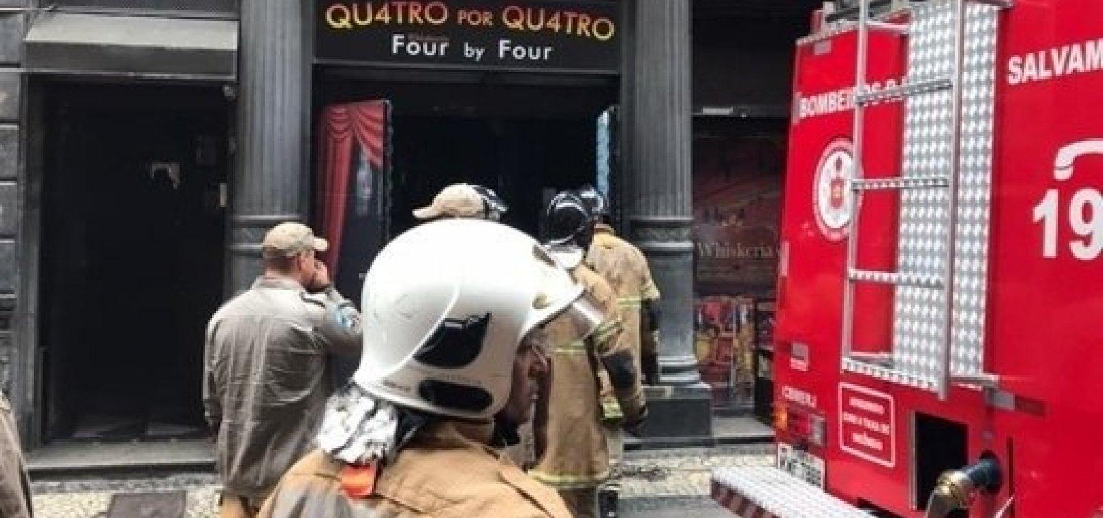 Bombeiros morrem em incêndio na Whiskeria Quatro por Quatro no Rio