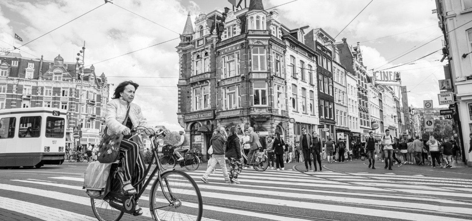 Bicicleta como modo de transporte é tema de exposição fotográfica
