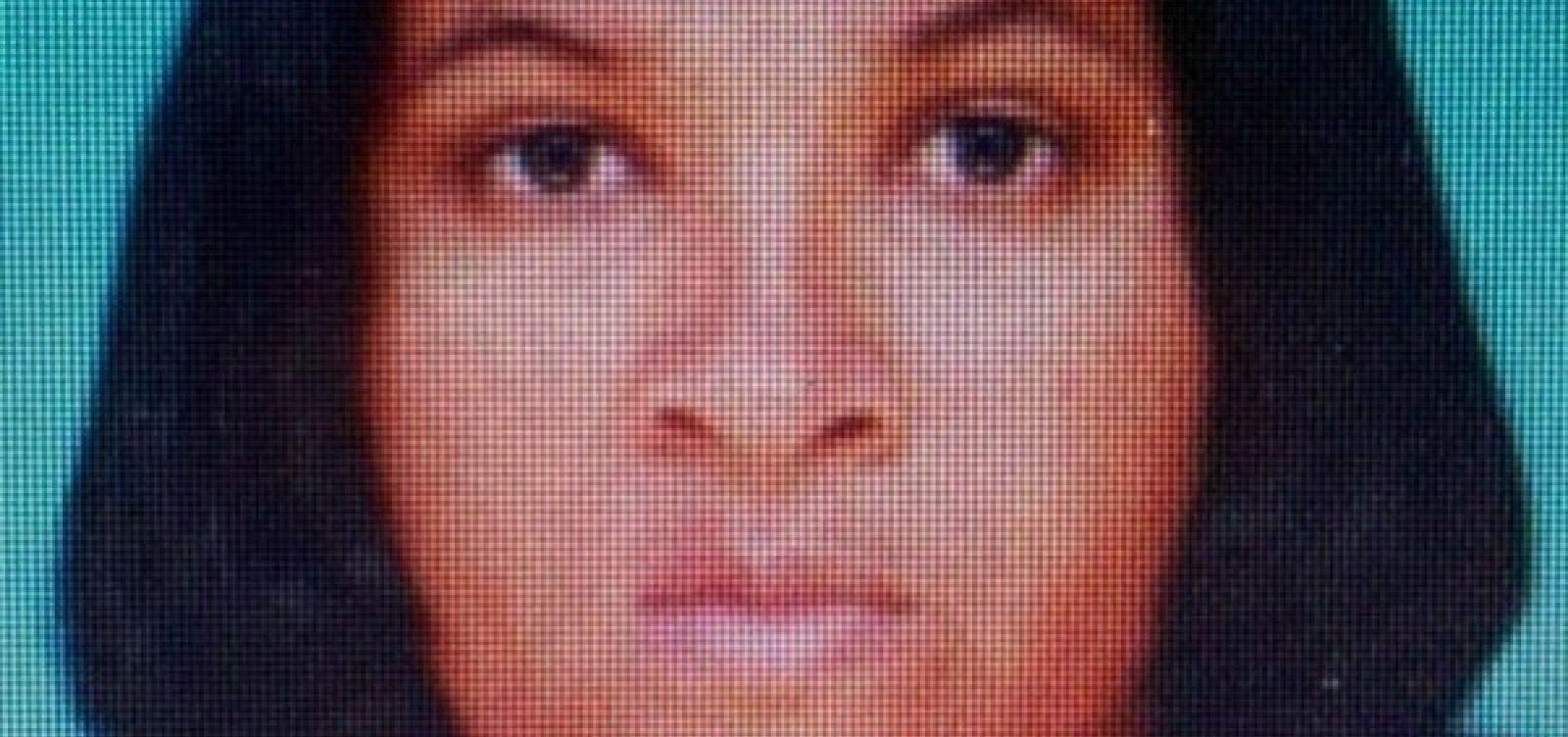 Mulher é presa na BA após tentar fugir da polícia quando juiz redigia sua sentença de 77 anos de prisão