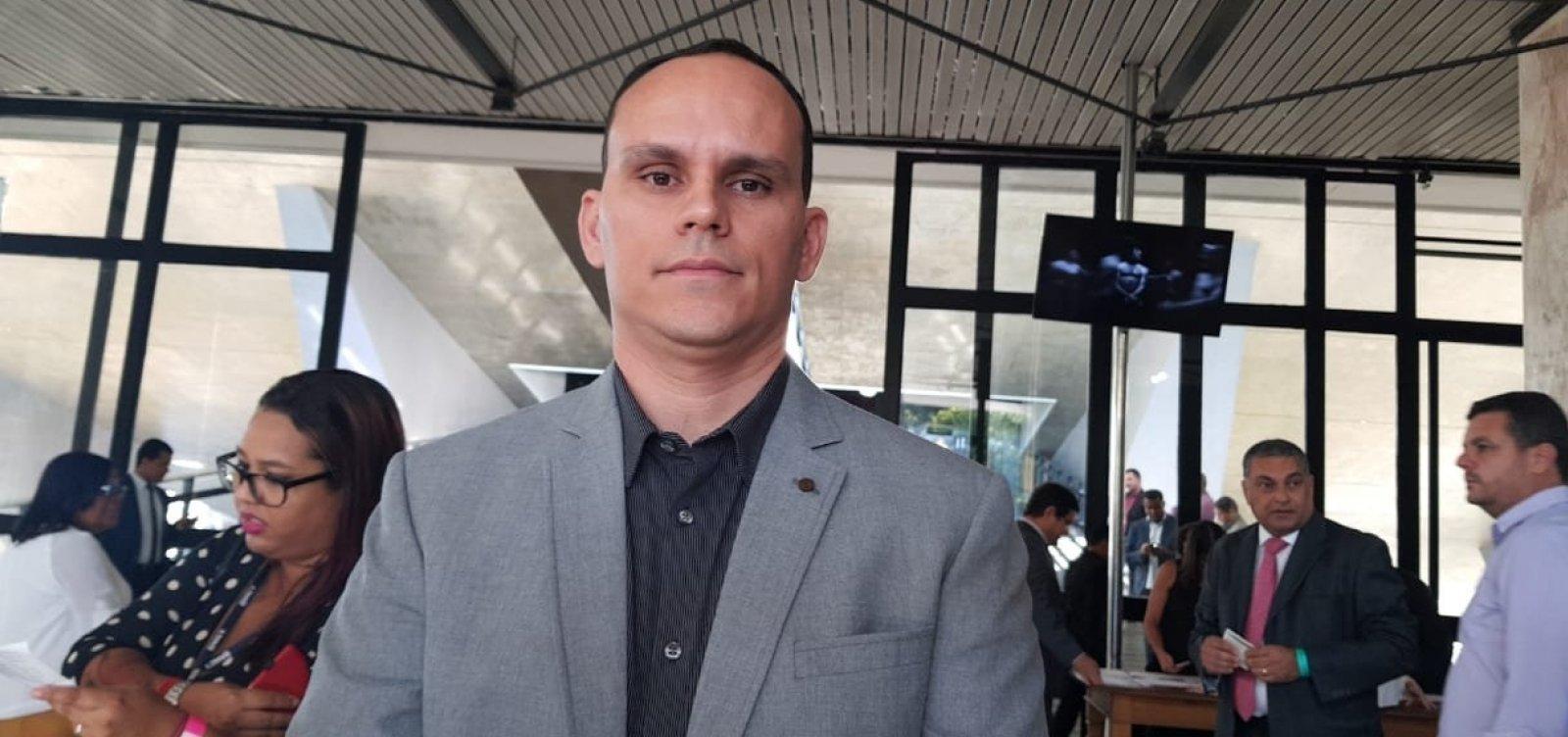 'Não estou mais com Bolsonaro', diz Alberto Pimentel, marido de presidente do PSL-BA