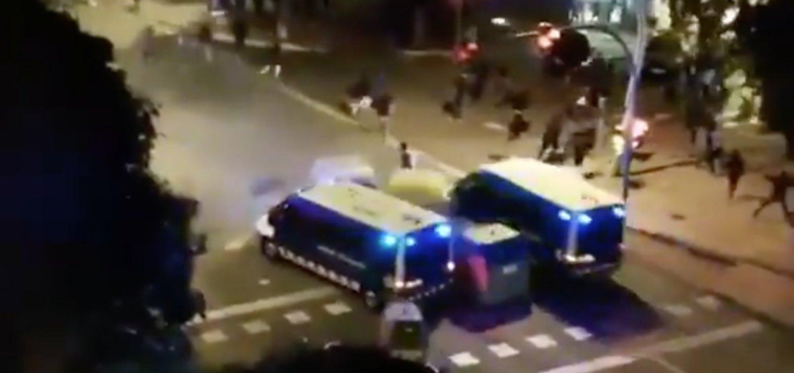 Prefeita de Barcelona pede fim de violência em manifestações