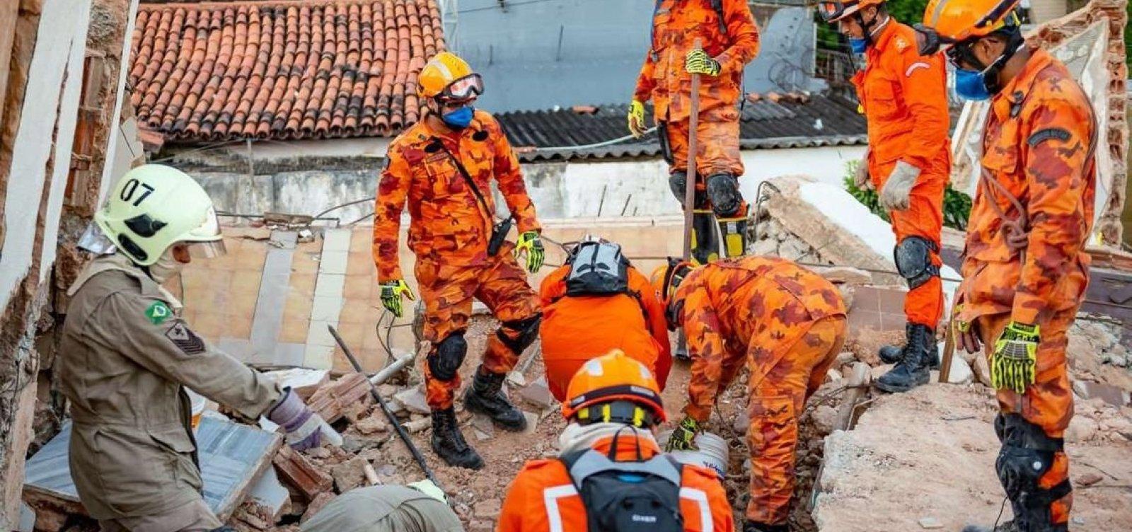 Bombeiros encontram corpo de 9ª vítima de desabamento em Fortaleza