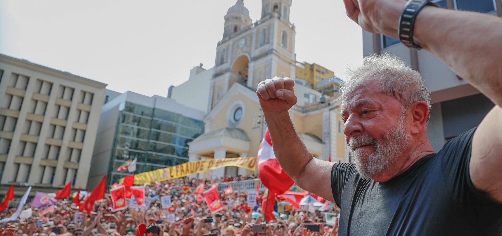 Lula planeja rodar o país em caravana caso seja solto
