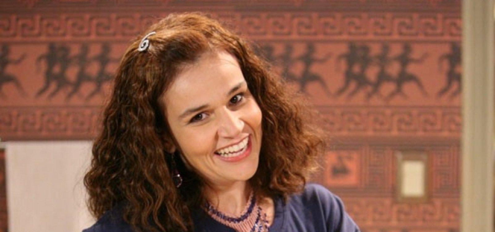 Claudia Rodrigues tem alta e brinca: 'Meu cérebro é tão grande que diminuiu e encaixou'