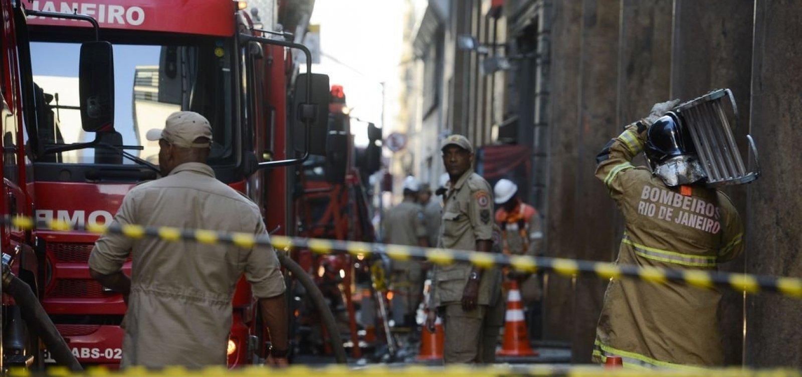 Bombeiros são chamados para combater possível novo foco de incêndio em boate no RJ