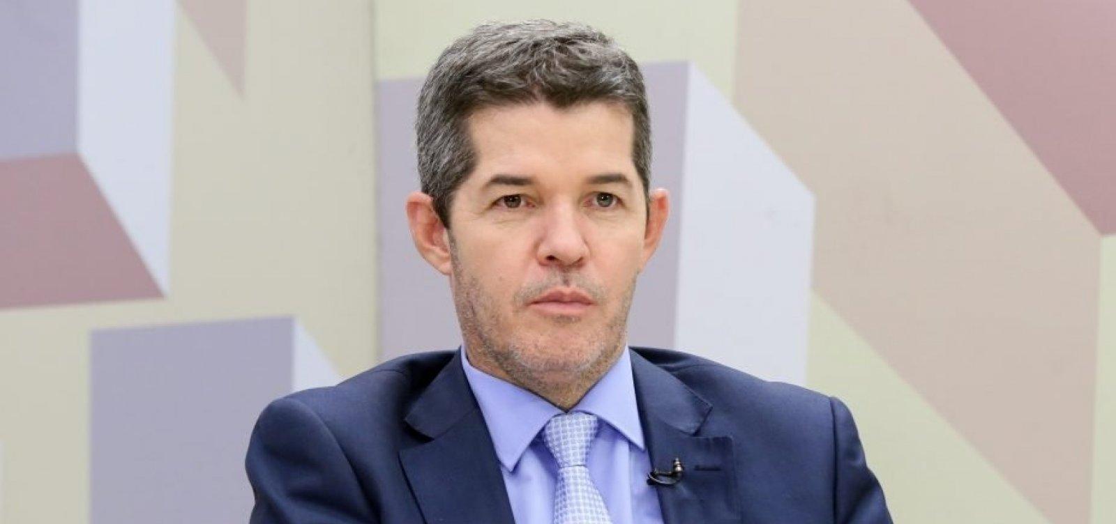 Após embates, Delegado Waldir passa liderança do PSL para Eduardo Bolsonaro
