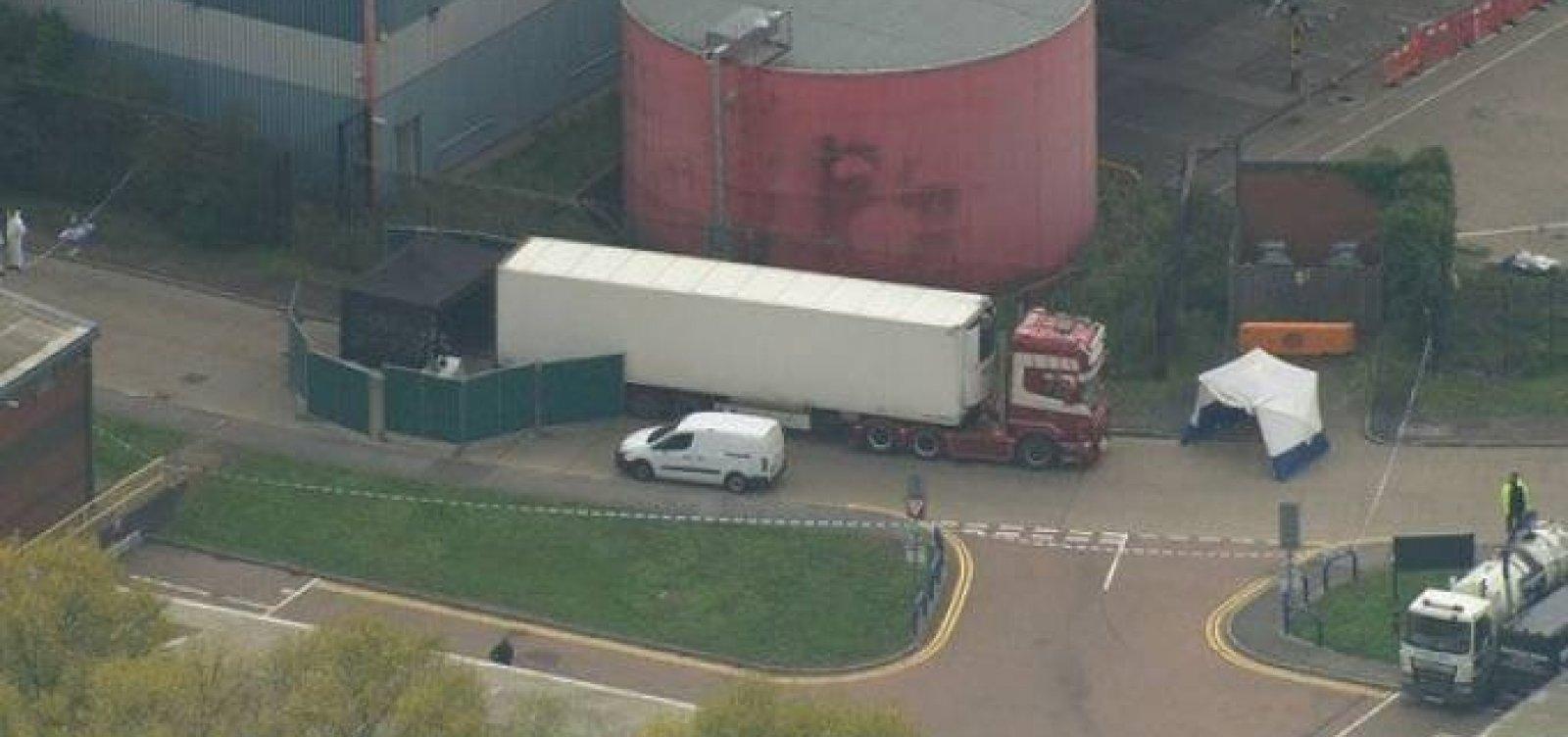 Polícia localiza 39 corpos em um caminhão no Reino Unido