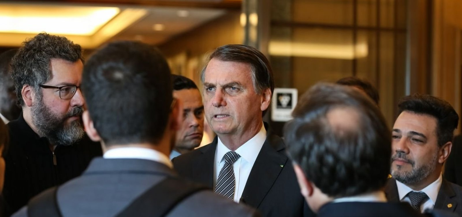 No Japão, Bolsonaro comemora aprovação da Previdência e ironiza críticas
