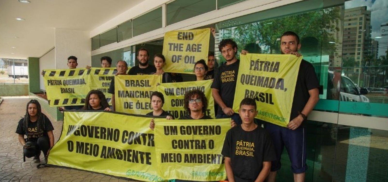 Ativistas do Greenpeace que protestaram em Brasília são presos