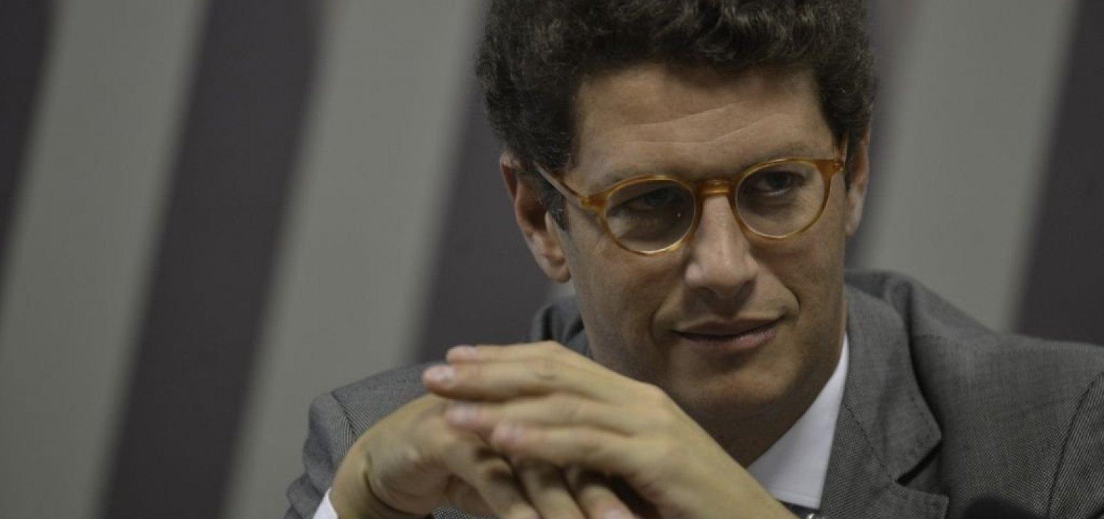 Ministro do Meio Ambiente diz que não receberá 'terroristas' do Greenpeace