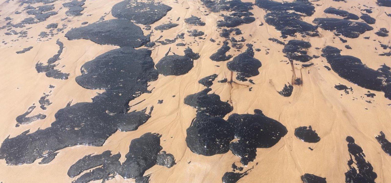Marinha afirma que não há mais óleo em praias do Nordeste, apenas 'pelotas' no mar