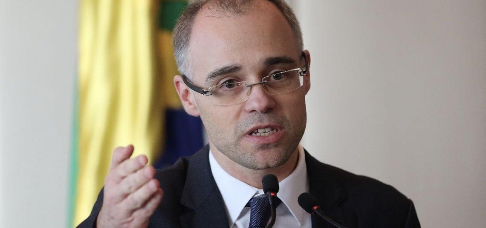 'Agora não é hora para criminalizar fake news', diz chefe da AGU