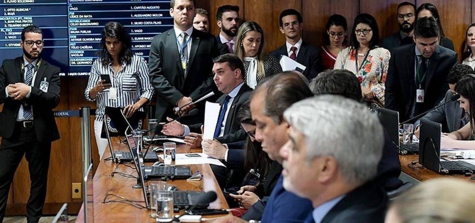 Depoimento de assessores acentua crise no PSL e expõe filhos de Bolsonaro