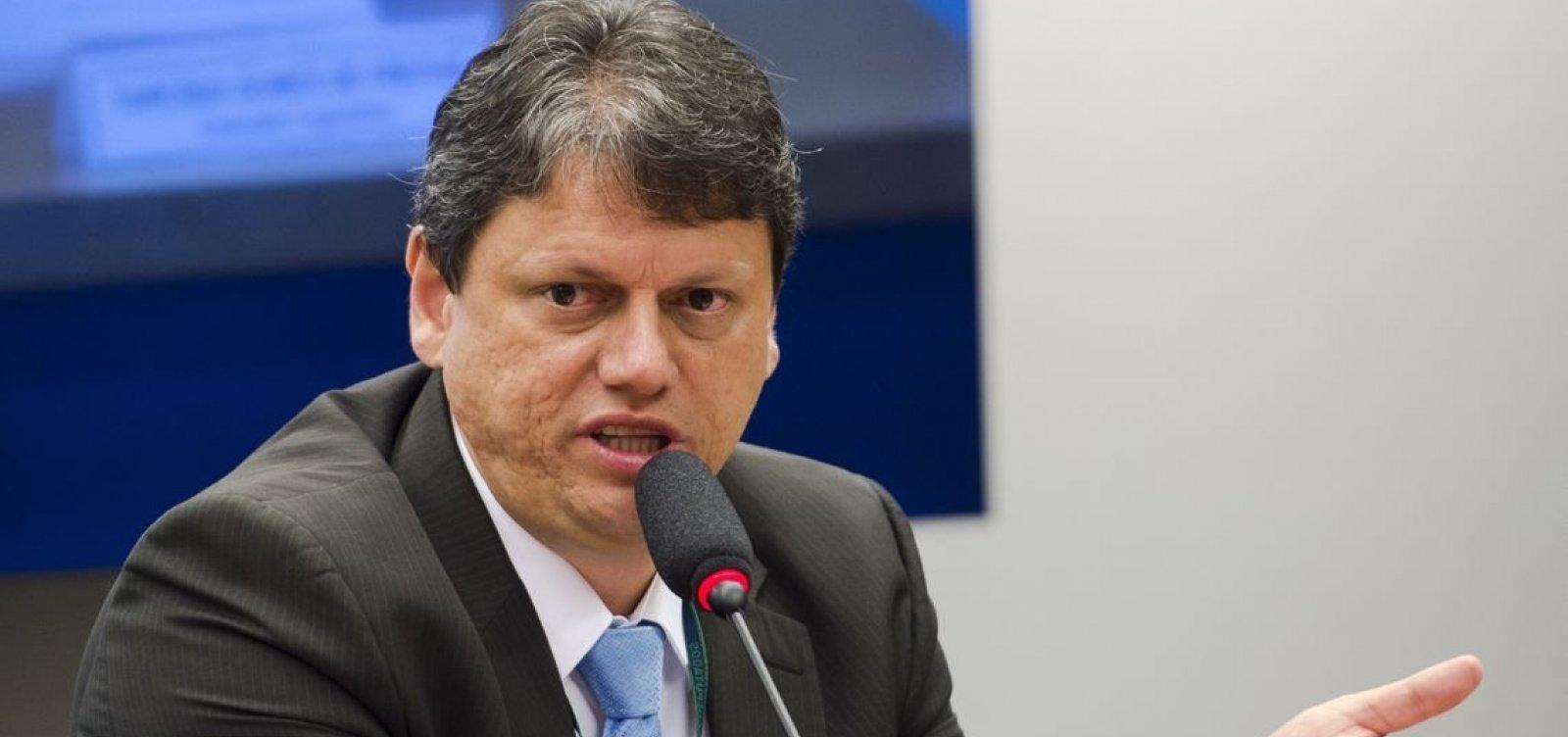 Governo quer fim da taxa extra para voos internacionais, diz ministro