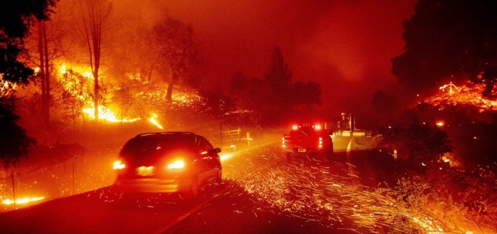 Incêndios na Califórnia forçam evacuação de 180 mil pessoas