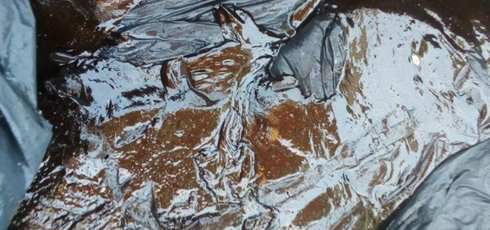 Manchas de óleo são encontradas em praia de Una, no sul da Bahia