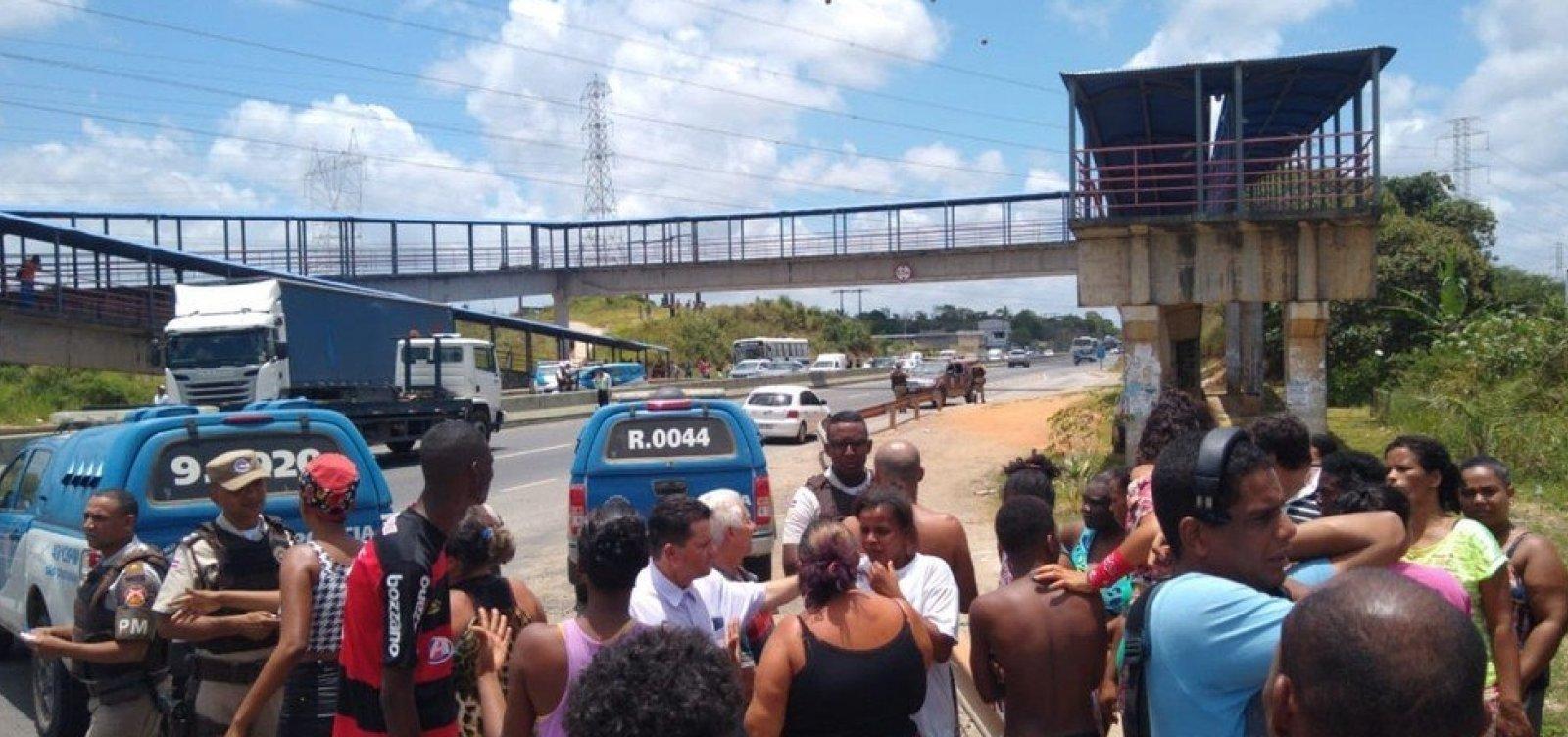 Ônibus deixam de circular no Bosque das Bromélias após protesto contra morte em ação policial