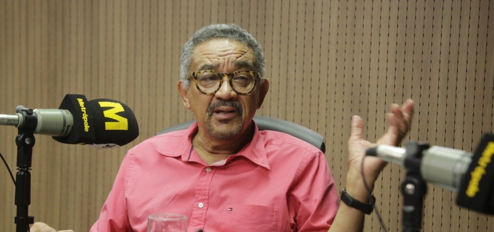 'O grotesco chegou ao poder no Brasil, no Planalto', acredita Muniz Sodré