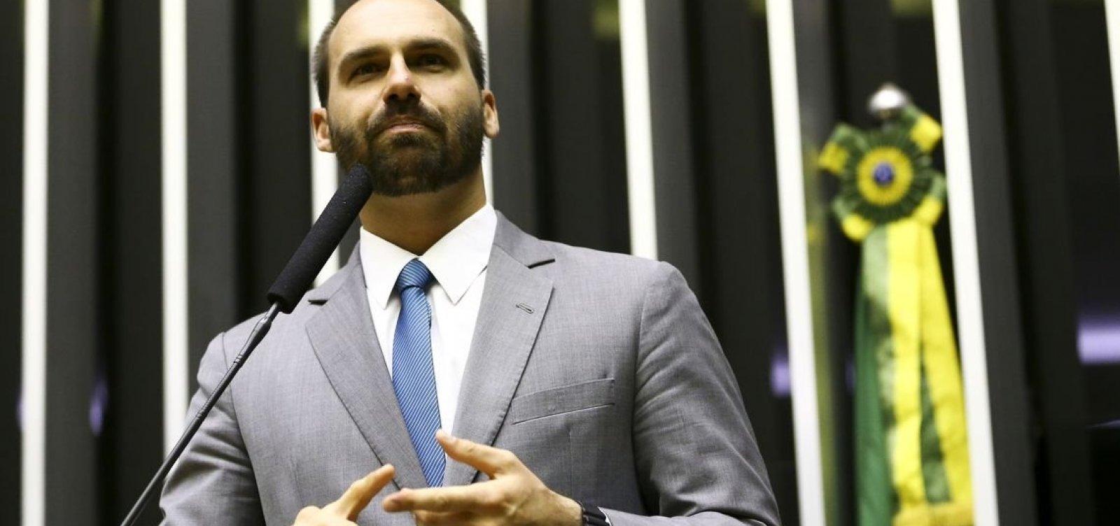 'Se começarem a radicalizar, a gente vai ver a história se repetir', diz Eduardo Bolsonaro sobre Chile