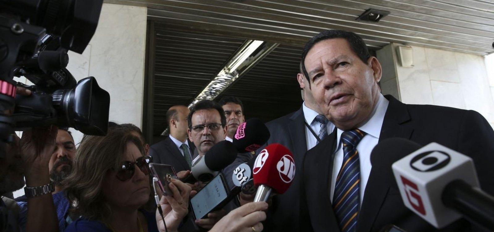 Mourão diz que depoimento de porteiro não derruba, mas 'perturba' governo Bolsonaro