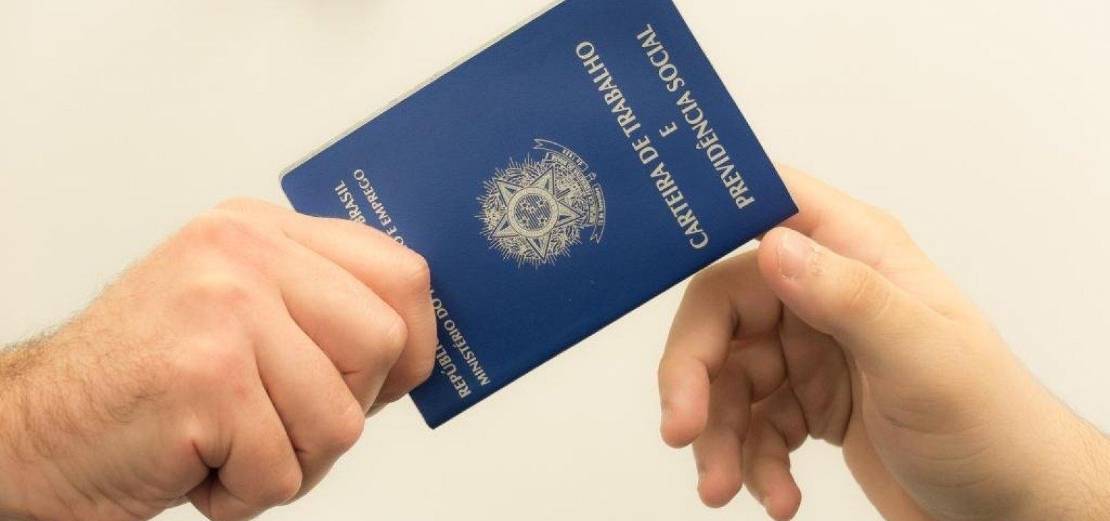 Taxa de desemprego cai 0,2% no país, revela IBGE