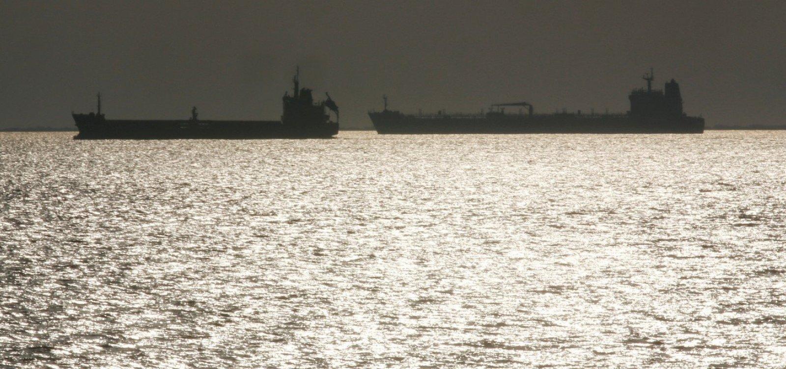 Navio que saiu da Venezuela e desligou localizador está na rota de suspeitos por óleo no NE