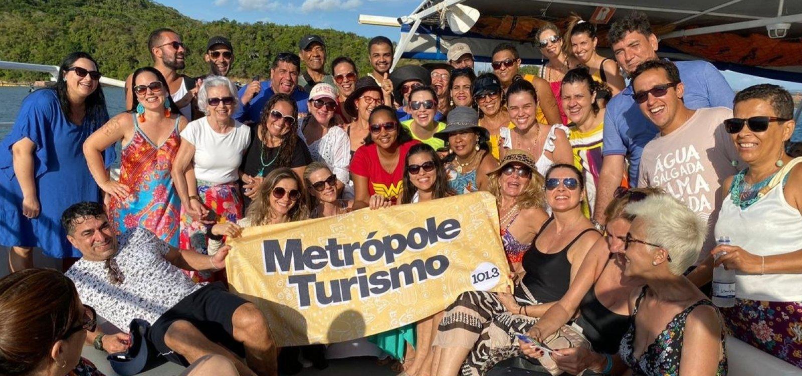 Metrópole Turismo leva 50 ouvintes para passeio de catamarã até Ilha dos Frades